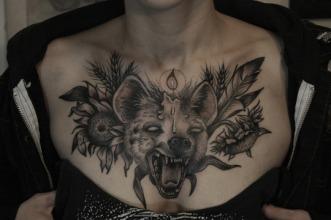 hyenachest